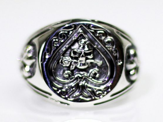 h055-ring-siegel-totenkopf-in-pik-mit-rose-in-mund-totenschaedel-skull-gothic-lilien-poker-silber-925.jpg