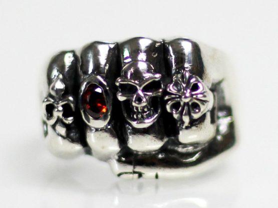 h056-ring_faust_mit_pik_roter_stein_totenkopf_kleeblatt_totenschadel_skull_biker_silber_925.jpg