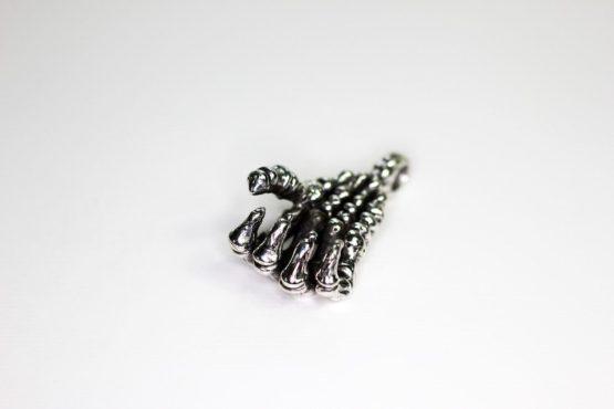 anhaenger-fuer-halskette-skeletthand-massiv-silber-925.jpg