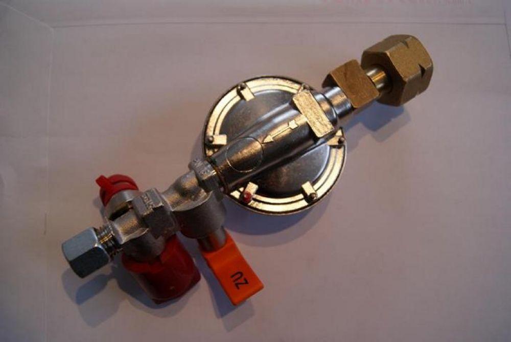 Regleranlage für Brenngastanks 50 mbar mit 8 mm Ausgang Druckminderer